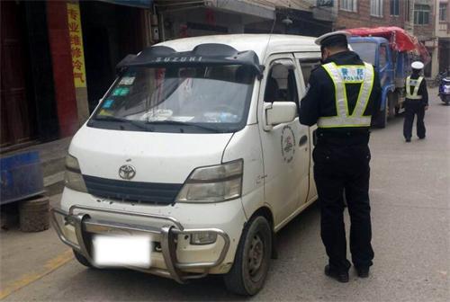 整治农村微型面包车 净化道路交通环境